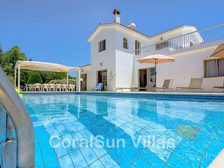 Large Villa in Coral Bay, Short Walk to all Amenities & the Beach