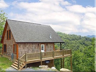 Log Cabin, Couples Retreat, HIKERS Paradise, GSMNP, Amazing Valley View, HOT TUB