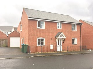 Excellent 4 Bedroom Detached house with driveway