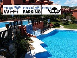 Magnífico apartamento a 400m del mar, Costa Galera: patio, piscina, a/c, Wi-Fi