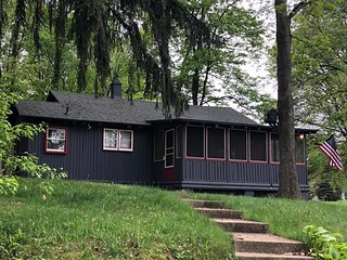 Lake Cabin on 500 acre all sports lake, Snug Harbor close to Vicksburg,Kalamazoo