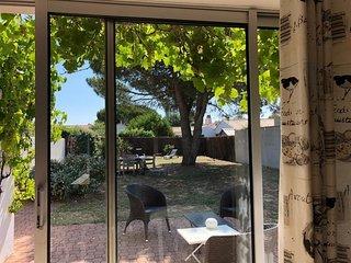 LE BOIS PLAGE MAISON COSI avec jardin PROCHE PLAGE GOLANDIERES IDEAL EN FAMILLE.