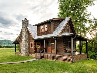 Rippling Waters Retreat | Riverfront Rustic Cabin in Townsend, TN