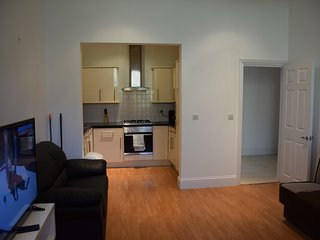 2 Bedroom apartment, 2 Bathrooms, garden, 10 min. walk tube, 20 min. city centre