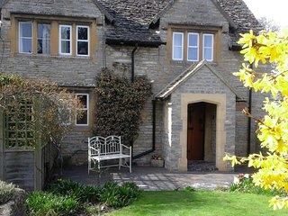 17th Century Cotswolds Cottage in the beautiful village of Bretforton