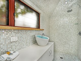 The ensuite bathroom of Oceanview Terrace three bedroom Terrace House.
