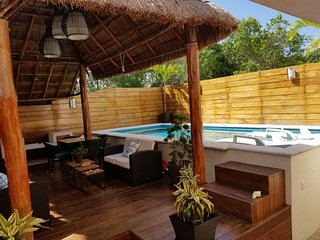 El Paraiso. Private Pool in Backyard