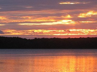 Log Cottage on Blue Lake-Beautiful Sunsets-Summer is here!!!
