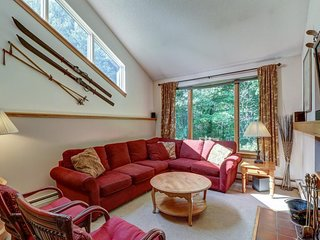 Ski-themed home close to slopes with a community pool, hot tub & gym!