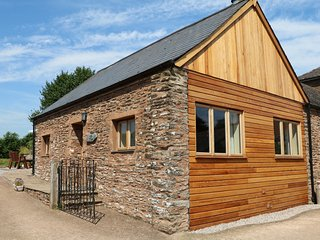 THE COTTAGE, open-plan living with woodburner, near Washford