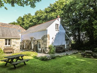 LONGHOUSE, pet friendly, character holiday cottage, with a garden in St Keverne,