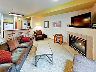 2BR w/ Patio & BBQ + Pool & Tennis Club - 10 Minutes to Beaver Creek