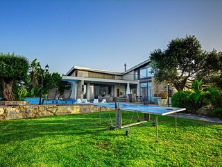 NASA - Modern Bungalow-Villa, Impressive Huge Pool, Latchi Paphos