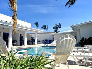 New King Suite Deluxe at Palm Beach Aruba 7
