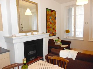 Pretty two bedroom apartment centre of town