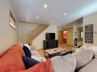 NEW LISTING! Spacious chalet w/private hot tub & jetted tub -near lake & slopes