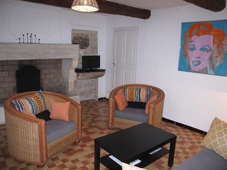 2 bedroom Apartment in Tarascon, Provence-Alpes-Cote d'Azur, France : ref 564231