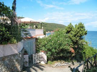 2 bedroom Apartment in Cavo, Tuscany, Italy : ref 5646771
