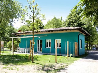 Manerba del Garda Holiday Home Sleeps 6 with Pool Air Con and WiFi - 5646591