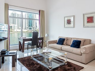 Spacious Apartment with Marina View in Park Island