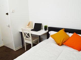 Cosy Bedroom close to Victoria Park (Room 4)