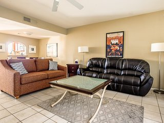 1 Mile to ASU! 2 Bedroom Condo in Tempe,