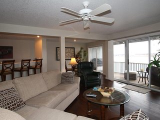 STUNNING! 2 Levels - 2800 sq.ft. 3 Bed/4 Bath AMAZING VIEWS! Sleeps 8+
