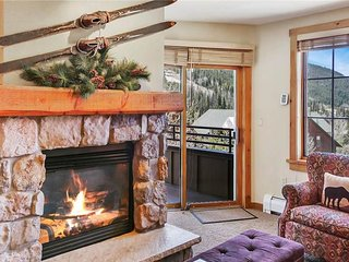 NEW LISTING! Picturesque condo w/shared pool, hot tub & sauna - close to skiing