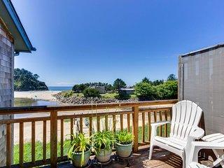 NEW LISTING! Quaint beachfront studio w/ocean & Proposal Rock views, free WiFi