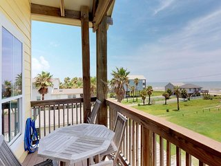 Oceanfront, dog-friendly luxury with deck, amazing views, loft, and more!
