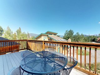 NEW LISTING! Roomy home w/ a full kitchen, deck, & lovely mountain views!