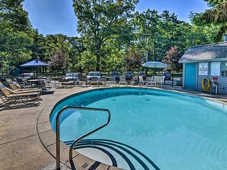 NEW! 1BR South Haven Condo w/ Community Pool!
