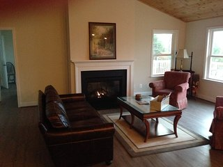 Shenandoah skyline mountain view home hiking river access 90 minutes from DC