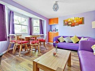 Stylish, Modern 3 Bed, 3 Bath apt in North London