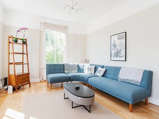 Charming 2 Bed apt with Balcony in Notting Hill