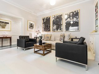 Chic 1 Bed Sleeps 4 in Kensington w/ Private Patio