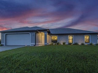 NEW LISTING! Spacious home w/private lani, free WiFi, gorgeous freshwater views