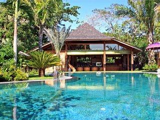 Charming 4 Bedroom villa Kalua for family at nort of seminyak