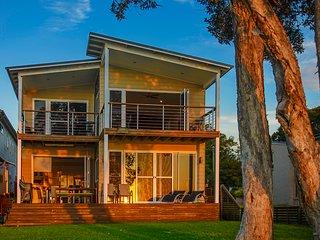 Central Coast Waterfront - Sand Executive Lakehouse