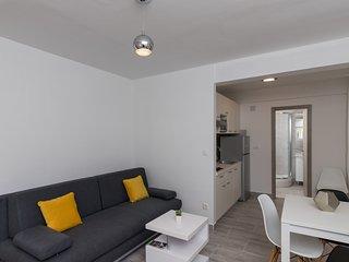 Apartments Batala Garden - Studio Apartment with Patio and Garden View