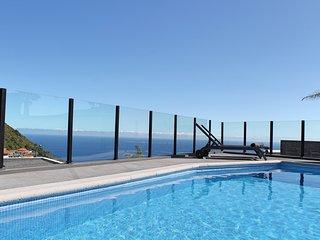 NEW! – Beautiful modern villa, A/C, heated pool, sea-view   Calheta Charm