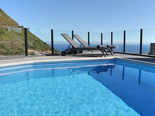 NEW! – Beautiful modern villa, A/C, heated pool, sea-view | Calheta Charm