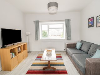 SWANAGE BAY APARTMENT, modern first floor apartment, Swanage