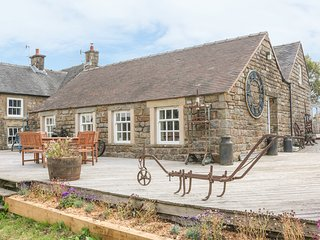 CURLEW COTTAGE, romantic cottage, WiFi, great views, in Longnor, Ref. 23694