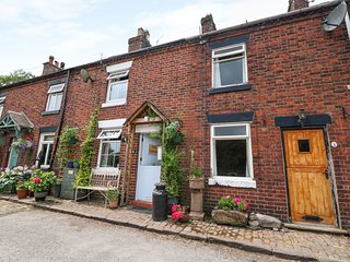 DAISY COTTAGE, woodburner, canal views, pub within walking distance, walks and c