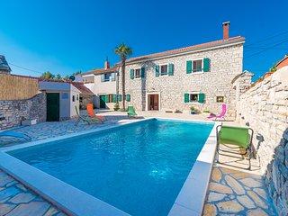 Beautiful authentic Dalmatian villa Petrovi Dvori