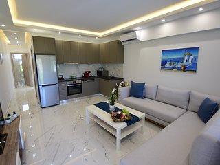 R156 ☆ Toroni 3BR Suite, luxury experience ☆ BBQ, Wifi
