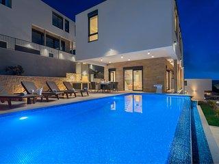 Luxury Villa Black Pearl with Pool