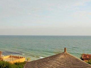 La plage à vos pieds, piscine écologique et service de pension et d'excursions
