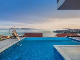 Luxury Villa Night Pearl with Pool